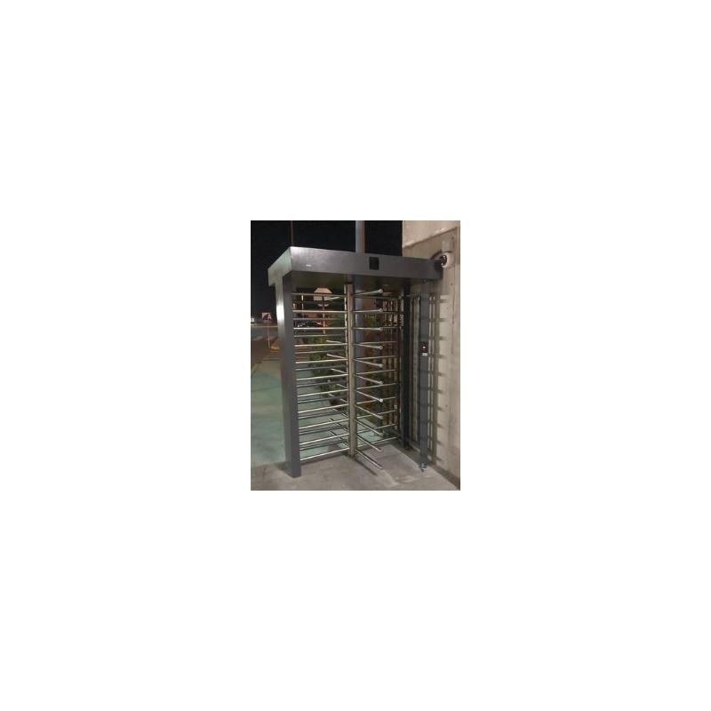 Torniquete Sencillo / Cuerpo Completo / Interior/Exterior / 100% Acero con Pintura Gris / EJE CENTRAL con Pintura Gris / Acabado de Lujo / Alto Tráfic